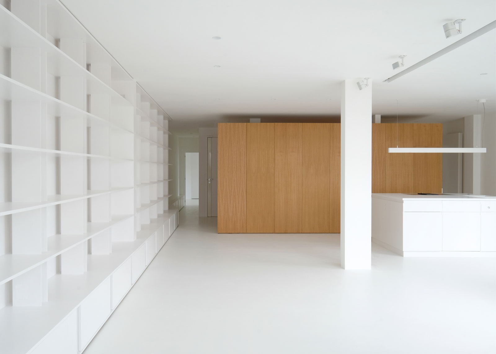 appartement S - heros architecture white apartment